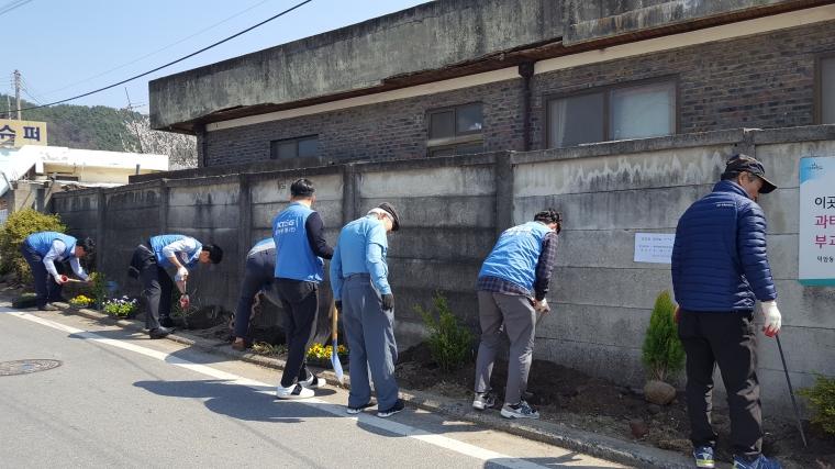 19년 KT&G동네한바퀴 꽃길조성-태양마을 (11).jpg